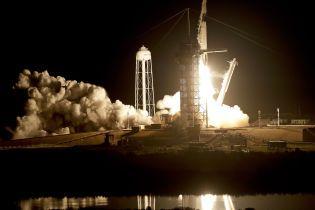 SpaceX вперше відправила в космос пілотований корабель з манекеном на борту