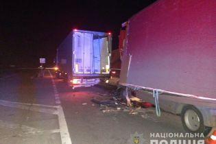 На Николаевщине фура догнала другой грузовик, трое людей погибли
