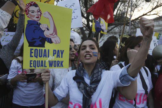 Де у світі досягли гендерної рівності і як недооцінюють жінок в Україні - звіт Світового банку