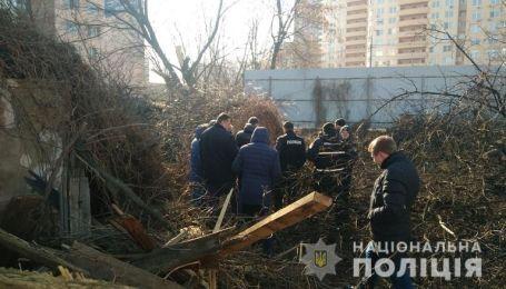 У Києві у закинутому будинку знайшли труп немовляти