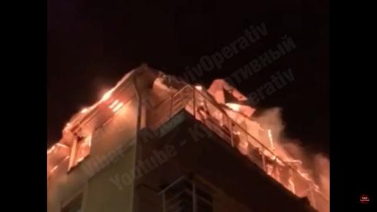 У Києві вогонь охопив трьохповерховий приватний будинок