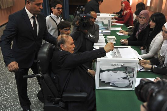 Нездоровий президент Алжиру висунув свою кандидатуру на п'ятий термін попри масові протести