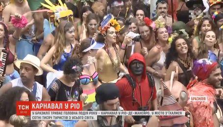 На карнавал в Рио-де-Жанейро съехались сотни тысяч людей из разных уголков мира