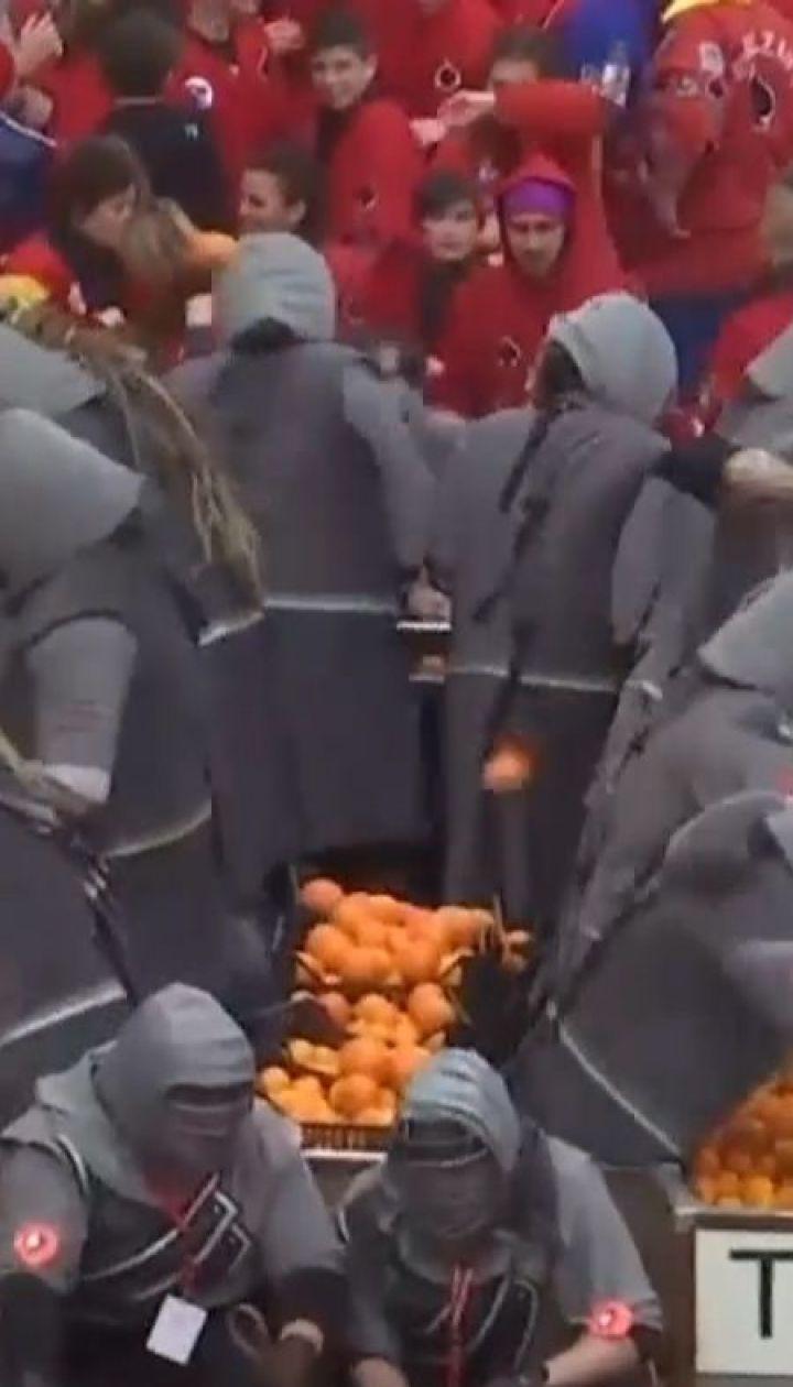 В італійському місті Івреа влаштували бої апельсинами