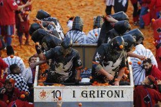 В Італії влаштували традиційні бої апельсинами