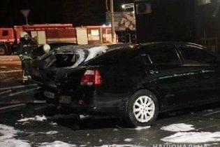 Біля Києва зловмисники спалили одразу чотири автівки