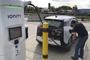 В Англії зарядки для електрокарів обігнали за кількістю автозаправки