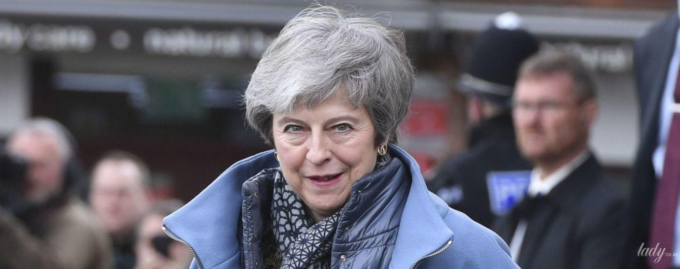 Она его не снимает: Тереза Мэй в любимом пальто пришла на деловую встречу