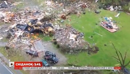 Жители штата Алабама приходят в себя после мощного торнадо
