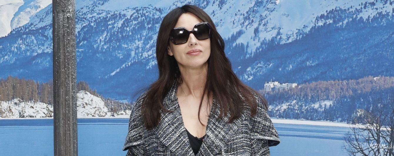 В твидовом пальто и брюках-палаццо: Моника Беллуччи на показе Chanel