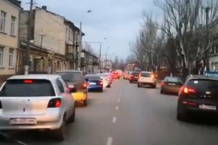 """Молодцы. В Одессе огромная пробка """"расступилась"""" перед скорой"""