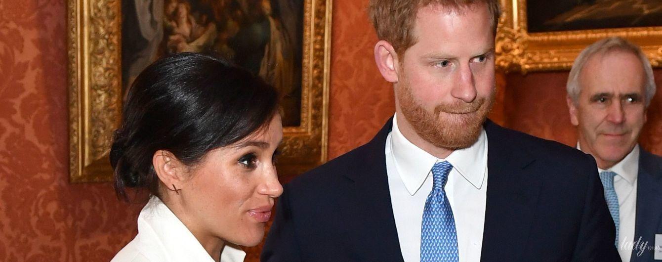 Одягла туфлі не за розміром: вагітна герцогиня Сассекська з принцом Гаррі приїхала на прийом до палацу