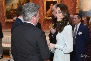 Струнка і в красивій сукні: герцогиня Кембриджська на прийомі у Букінгемському палаці