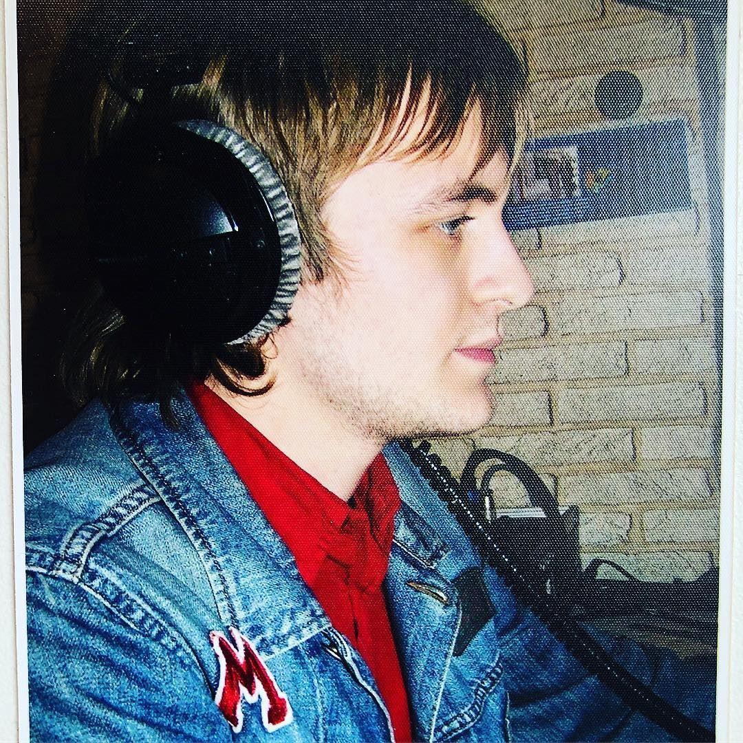 DZIDZIO обнародовал архивное фото, где онбез бороды