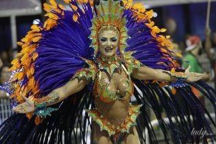 Сексуальные красотки в ярких костюмах: в Рио-де-Жанейро с размахом проходит карнавал