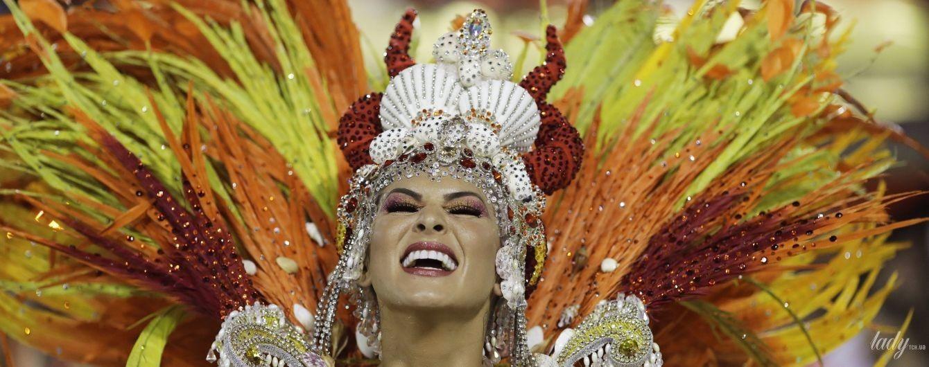 Сексуальні красуні у яскравих костюмах: в Ріо-де-Жанейро з розмахом триває карнавал