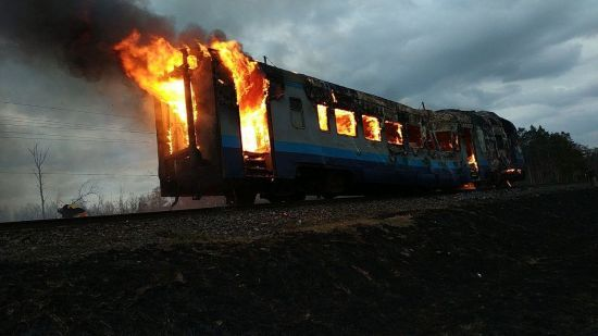 На Рівненщині на рейках поміж станціями згорів дизель-потяг
