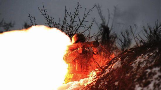 """Українські військові знищили позицію бойовиків """"Прищ"""" на Світлодарській дузі. Волонтер оприлюднив відео"""