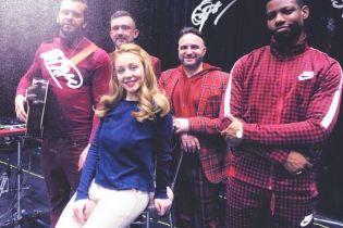 У білих штанях і без макіяжу: Тіна Кароль сфотографували під час репетиції