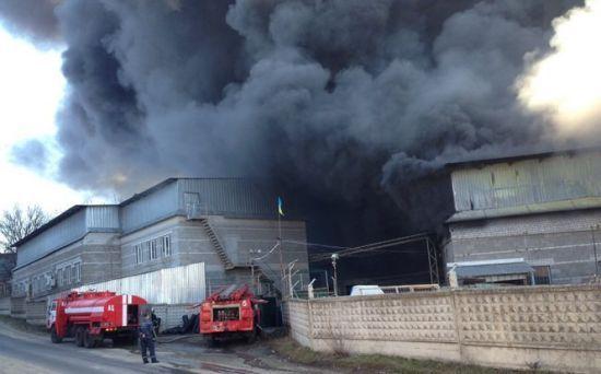 Під Дніпром масштабно палає пластмасовий завод
