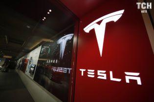 Tesla провокує своїх продавців на звільнення