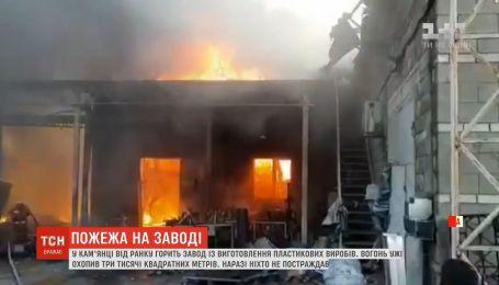 На Днепропетровщине горит завод по изготовлению пластиковых изделий