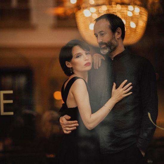 Ірена Карпа з чоловіком-французом постала у романтичній фотосесії