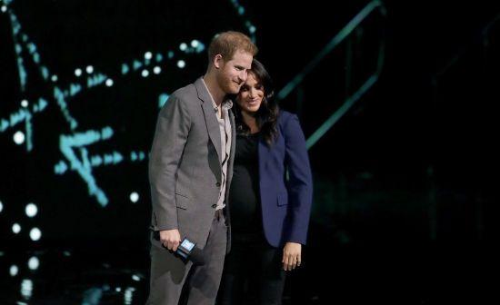 """Принц Гаррі неочікувано """"витягнув"""" на сцену вагітну Меган"""