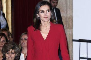 А їй пасує: королева Летиція в червоному костюмі сяяла на світській церемонії