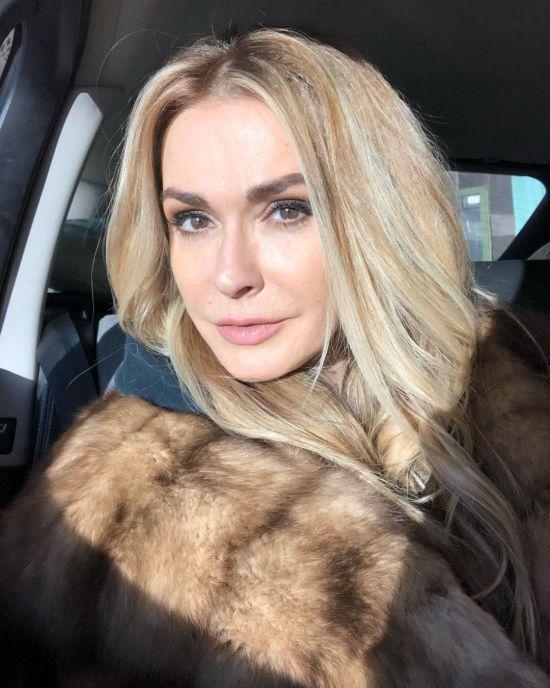 Ольга Сумська похизувалася відвертим пишним декольте