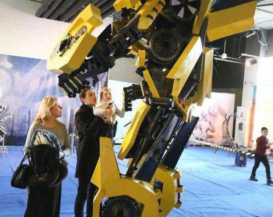 Трансформери наступають: металеві роботи взяли рекорд і прибули до Львова