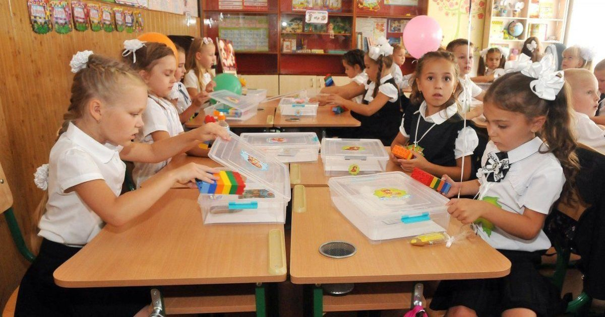 """1 сентября в """"красной зоне"""" карантина: как школьники встречают начало учебного года"""