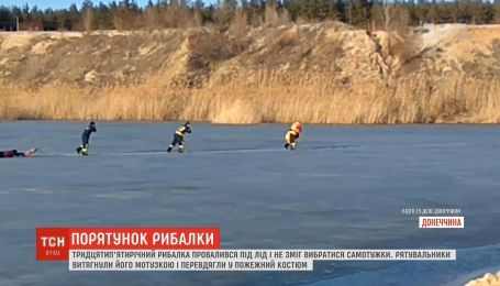 В Донецкой области спасли рыбака, провалившегося под лед