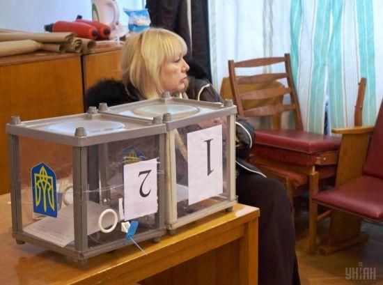 ЦВК не змогла закупити спеціальні бокси для доставки бюлетенів до окружних комісій після підрахунку голосів