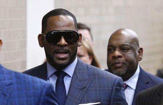 Не лише за зґвалтування: співак R.Kelly знову потрапив до в'язниці
