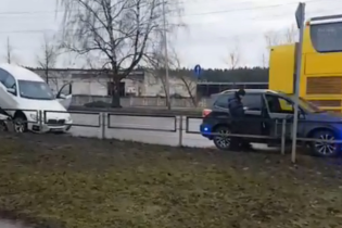 Автовор поставил на дыбы BMW X6, убегая от копов в Риге