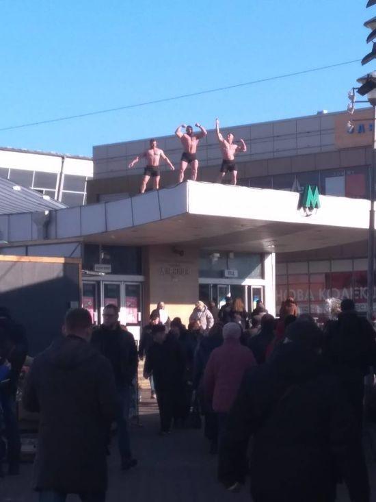 У Києвіжінок із 8 Березня привітали напівоголені чоловіки