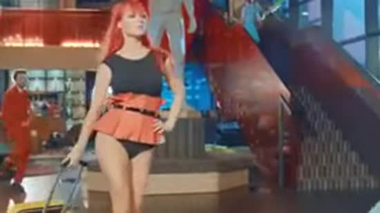 TARABAROVA похизувалася фігурою і ніжками у новому кліпі
