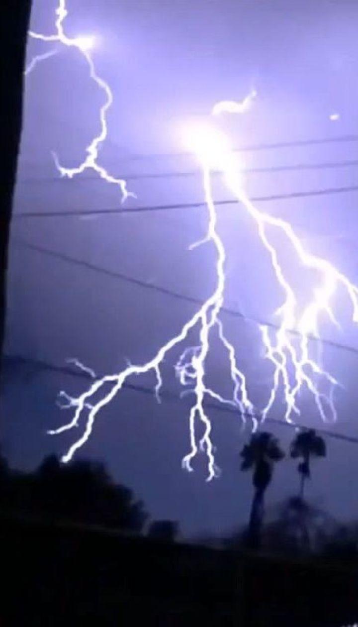 Небо Калифорнии зажглось рекордным количеством молний