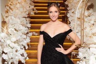 Наче королева: Катя Осадча у блискучій сукні з оголеними плечима на відкритті Клубу віденського балу
