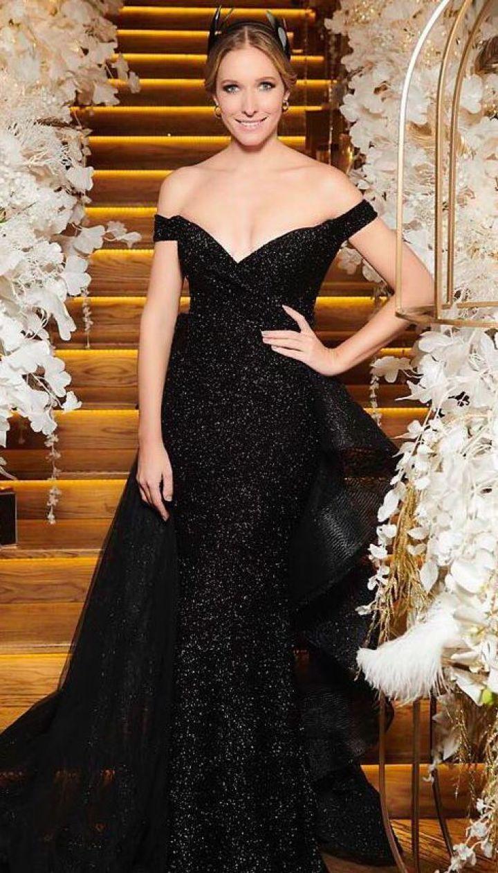 Наче королева  Катя Осадча у блискучій сукні з оголеними плечима на  відкритті Клубу віденського балу 04ea6e2771cbe