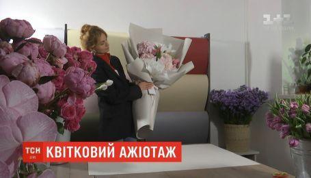 В честь весеннего праздника флористы позволяют фотографироваться с дорогими цветами бесплатно