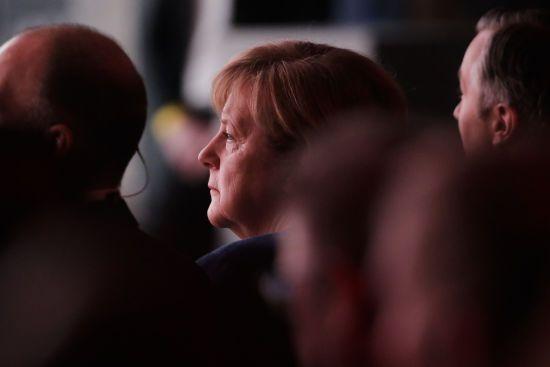 Меркель засумнівалася, що її наступниця впорається з обов'язками - Bloomberg