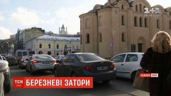 Київ пережив транспортний колапс напередодні свята
