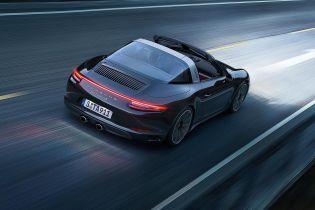 У Росії чиновниця отримала на 8 Березня Porsche