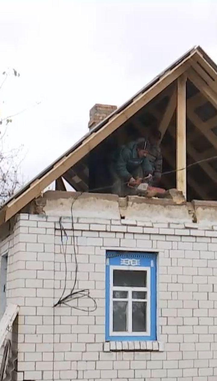 Через півроку після вибуху військових складів в Ічні місцеві жителі відновлюють хати самотужки