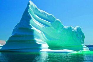 Американские ученые объяснили появление зеленых айсбергов
