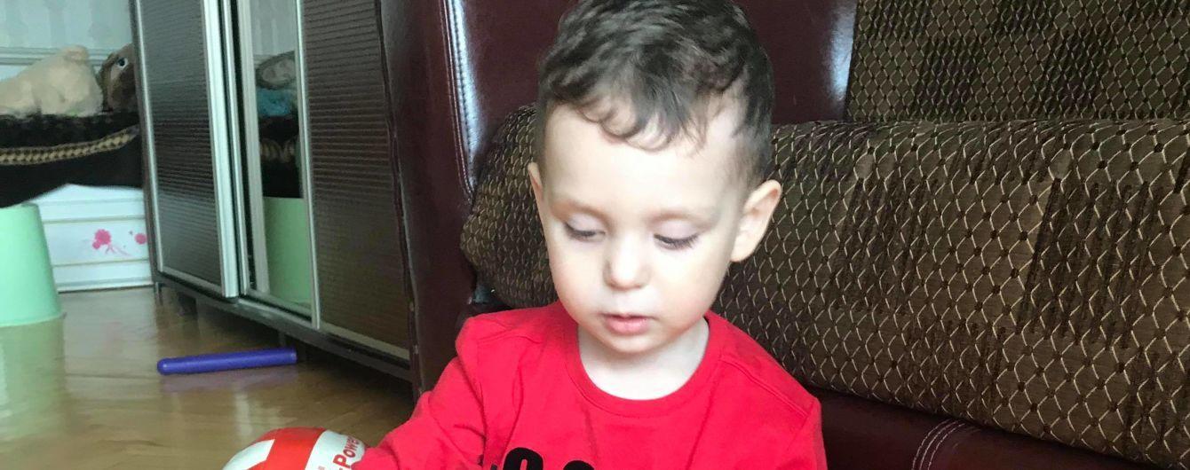 Негайної допомоги потребує 2-річний Сашко, хворий на рідкісну генетичну недугу