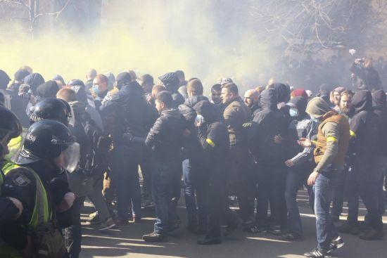 """У Нацкорпусі заявили про """"зникнення"""" п'яти активістів після сутичок у Черкасах"""