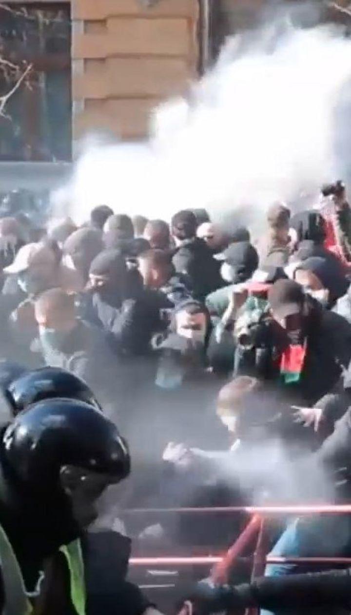 """Члени """"Нацкорпусу"""" намагалися прорватися до Порошенка в Черкасах"""